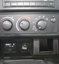 dodge dakota 2005 white pickup truck st gasoline 6 cylinders rear wheel drive automatic 07730
