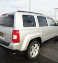jeep patriot 2011 silver suv latitude gasoline 4 cylinders 2 wheel drive automatic 60915