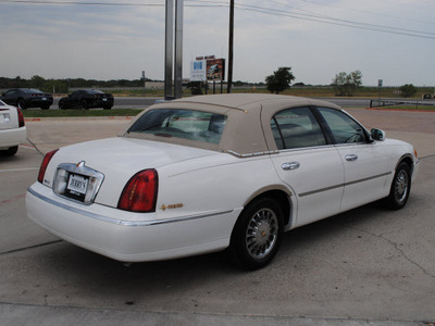 lincoln town car 1999 white sedan gasoline v8 rear wheel drive automatic with overdrive 76087