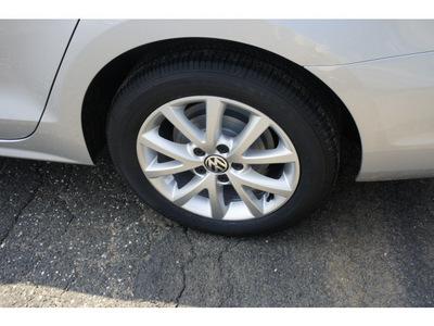 volkswagen jetta 2012 silver sedan se gasoline 5 cylinders front wheel drive 5 speed manual 08016