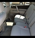 toyota highlander 2010 silver suv se gasoline 6 cylinders all whee drive 5 speed automatic 46219