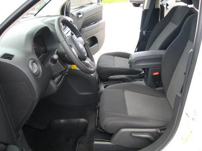 jeep compass 2011 white suv latitude gasoline 4 cylinders 4 wheel drive automatic 45840