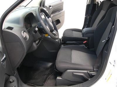 jeep compass 2011 white suv latitude gasoline 4 cylinders 2 wheel drive automatic 45840