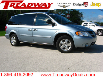 dodge grand caravan 2005 blue van sxt gasoline 6 cylinders front wheel drive automatic 45840