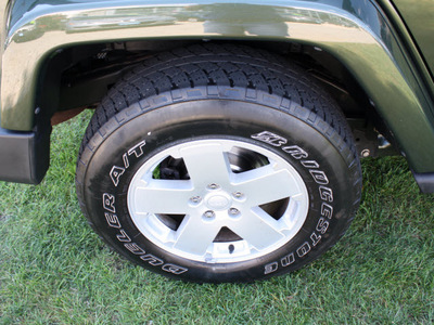 jeep wrangler unlimited 2007 black suv sahara gasoline 6 cylinders 4 wheel drive automatic 07702
