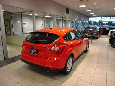 ford focus 2012 red hatchback se gasoline 4 cylinders front wheel drive automatic with overdrive 60546