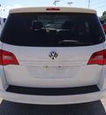 volkswagen routan 2009 white van se gasoline 6 cylinders front wheel drive automatic 60007