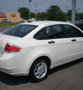 ford focus 2009 white sedan se gasoline 4 cylinders front wheel drive automatic with overdrive 13212