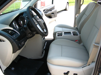 chrysler town and country 2011 dk  gray van touring l flex fuel 6 cylinders front wheel drive automatic 45840
