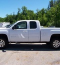 gmc sierra 2500hd 2011 white slt diesel 8 cylinders 4 wheel drive not specified 44024
