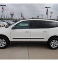 chevrolet traverse 2011 white suv ls gasoline 6 cylinders front wheel drive automatic 77090