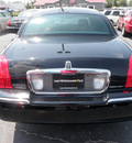 lincoln town car 2005 black sedan signature gasoline 8 cylinders rear wheel drive automatic 32401