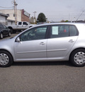 volkswagen rabbit 2009 silver hatchback s pzev gasoline 5 cylinders front wheel drive automatic 98371