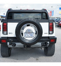 hummer h2 sut 2009 white luxury flex fuel 8 cylinders 4 wheel drive automatic 77388