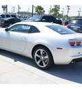 chevrolet camaro 2012 silver coupe 1 lt gasoline 6 cylinders rear wheel drive 6 spd man rr vision pkg o 77090