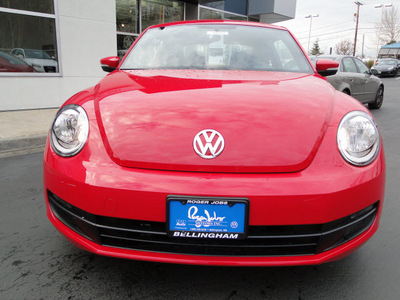 volkswagen beetle 2012 red hatchback 2 5 pzev gasoline 5 cylinders front wheel drive automatic 98226