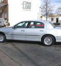 lincoln town car 1998 silver sedan signature gasoline v8 rear wheel drive automatic with overdrive 80110