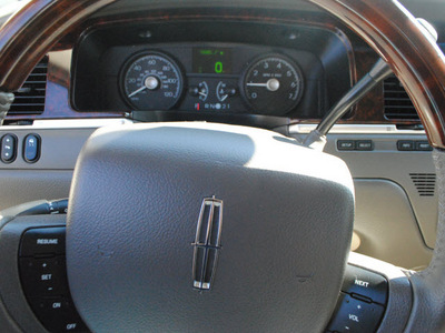 lincoln town car 2011 beige sedan signature limited flex fuel 8 cylinders rear wheel drive automatic 91010