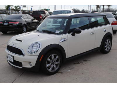 mini cooper clubman 2009 off white hatchback s gasoline 4 cylinders front wheel drive autostick 77065