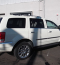 chrysler aspen 2007 white suv limited gasoline 8 cylinders 4 wheel drive automatic 08902