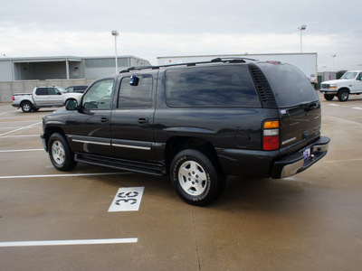 chevrolet suburban 2004 dk  gray suv ls flex fuel 8 cylinders rear wheel drive automatic 76108