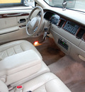 lincoln town car 2000 white pearlescent sedan executive gasoline v8 rear wheel drive automatic with overdrive 67210