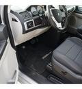 dodge grand caravan 2010 silver van sxt gasoline 6 cylinders front wheel drive automatic 46168