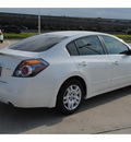 nissan altima 2009 white sedan 2 5 s gasoline 4 cylinders front wheel drive autostick 77065