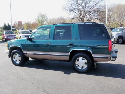 chevrolet tahoe 1999 green suv lt gasoline v8 4 wheel drive automatic 55124