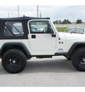 jeep wrangler 2005 white suv x gasoline 6 cylinders 4 wheel drive 6 speed manual 77388
