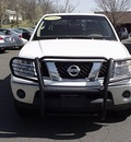 nissan frontier 2006 white pickup truck se gasoline 6 cylinders 4 wheel drive manual 06019