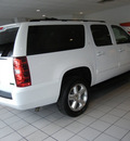 chevrolet suburban 2011 white suv lt 1500 navi dvd flex fuel 8 cylinders 4 wheel drive automatic with overdrive 55391
