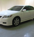toyota camry 2007 white sedan se gasoline 4 cylinders front wheel drive automatic 44883
