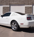 ford mustang 2006 white coupe gt gasoline 8 cylinders rear wheel drive automatic 80301