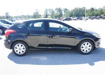ford focus 2012 black hatchback se gasoline 4 cylinders front wheel drive 6 speed automatic 77388
