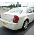 chrysler 300 2009 cool vanilla sedan touring gasoline 6 cylinders rear wheel drive automatic 07724