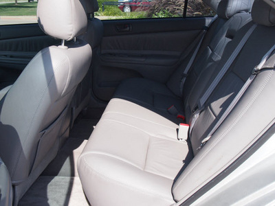 toyota camry 2004 silver sedan le gasoline 4 cylinders front wheel drive automatic with overdrive 76018