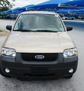 ford escape 2007 off white suv xlt gasoline 6 cylinders front wheel drive 4 speed automatic 76206