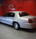 lincoln town car 2002 silver sedan signature gasoline 8 cylinders rear wheel drive automatic with overdrive 76116