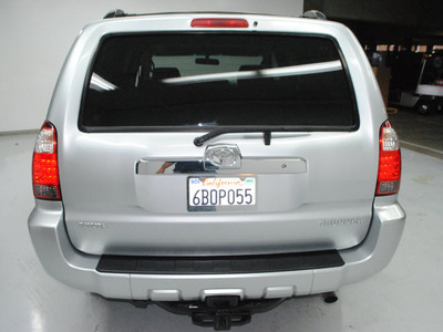 toyota 4runner 2007 silver suv sr5 gasoline 8 cylinders rear wheel drive automatic 91731