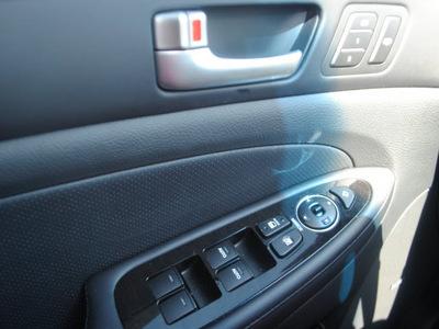 hyundai genesis 2012 black sedan 5 0l r spec gasoline 8 cylinders rear wheel drive automatic 75070