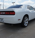 dodge challenger 2011 white coupe r t plus gasoline 8 cylinders rear wheel drive automatic 76011