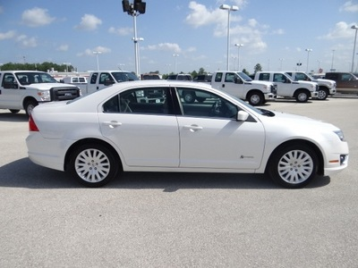 ford fusion hybrid 2010 white sedan hybrid 4 cylinders front wheel drive cont  variable trans  77388