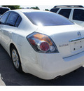 nissan altima 2007 white sedan 2 5 gasoline 4 cylinders front wheel drive automatic 78729
