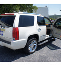 cadillac escalade 2009 white suv platinum edition flex fuel 8 cylinders all whee drive automatic 78028