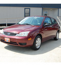 ford focus 2006 red coupe zx3 se gasoline 4 cylinders front wheel drive automatic with overdrive 77706