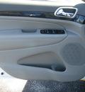 jeep grand cherokee 2011 white suv laredo gasoline 6 cylinders 4 wheel drive autostick 62863