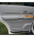 chrysler aspen 2007 cool vanilla suv limited flex fuel 8 cylinders 4 wheel drive automatic 07724