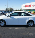 chevrolet cruze 2012 white sedan ls gasoline 4 cylinders front wheel drive automatic 19153