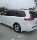 toyota sienna 2011 white van le 8 passenger gasoline 6 cylinders front wheel drive automatic 75503